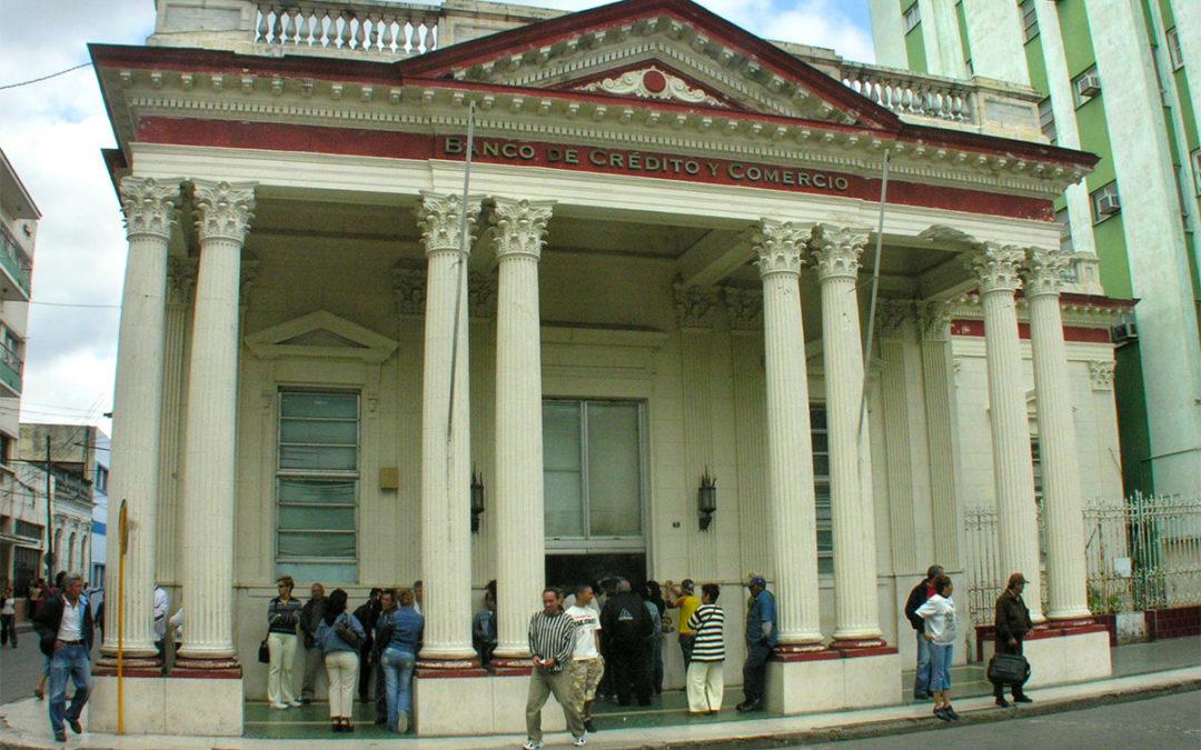 Десятки банков отменили связи с компаниями Кубы из-за блокады